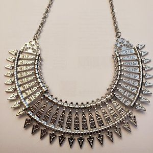Dashing Mayan style spears necklace